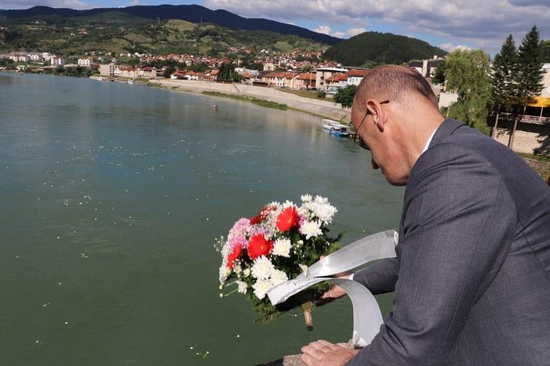 Obilježena godišnjica zločina na Mostu Mehmed-paše Sokolovića u Višegradu