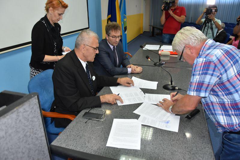 Potpisani ugovori o zapošljavanju 37 boraca