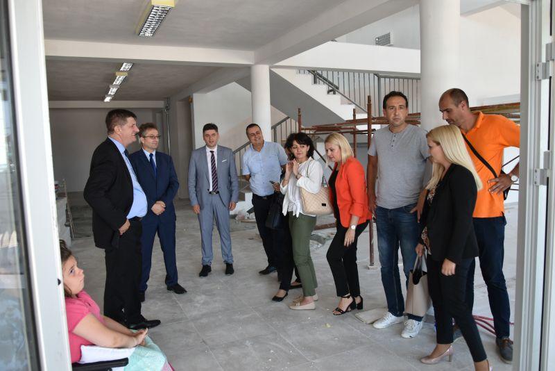 Delegacija Vlade posjetila investicijske projekte u Gradačcu