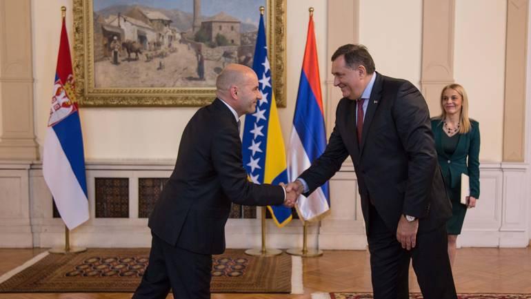 Milorad Dodik u urede državnog vrha unio zastavu bh. entiteta Republika Srpska (RS)