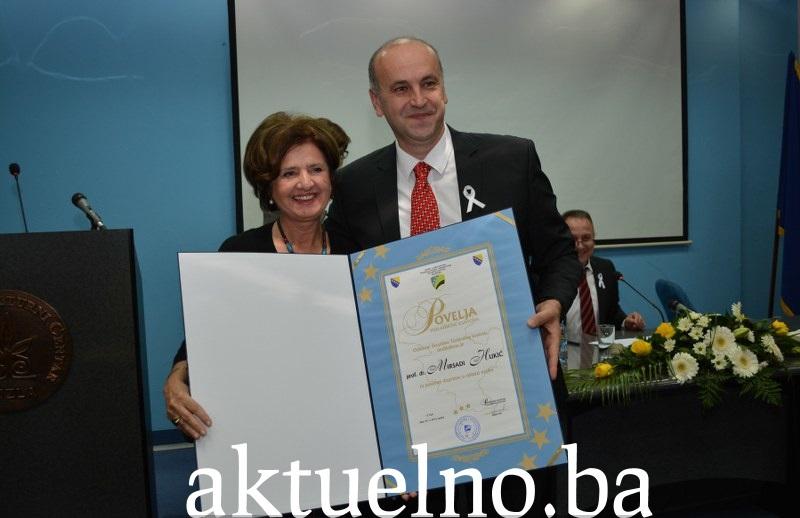 Svečana sjednica Skupštine TK: Povelje Tuzlanskog kantona za prof.dr. Mirsadu Hukić i Raziju Mujanović