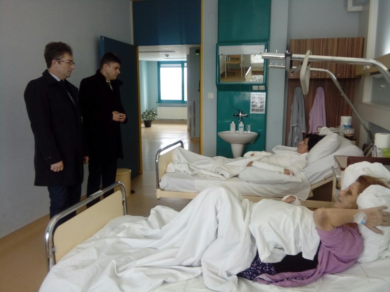 Delegacija Vlade TK posjetila povrijeđene uposlenice Gimnazije Ismet Mujezinović