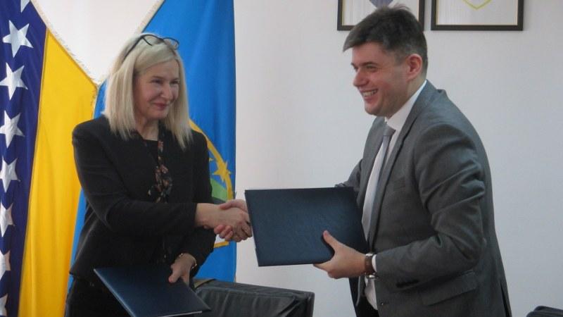 Potpisani sporazumi o donaciji dva vozila za mobilne timove