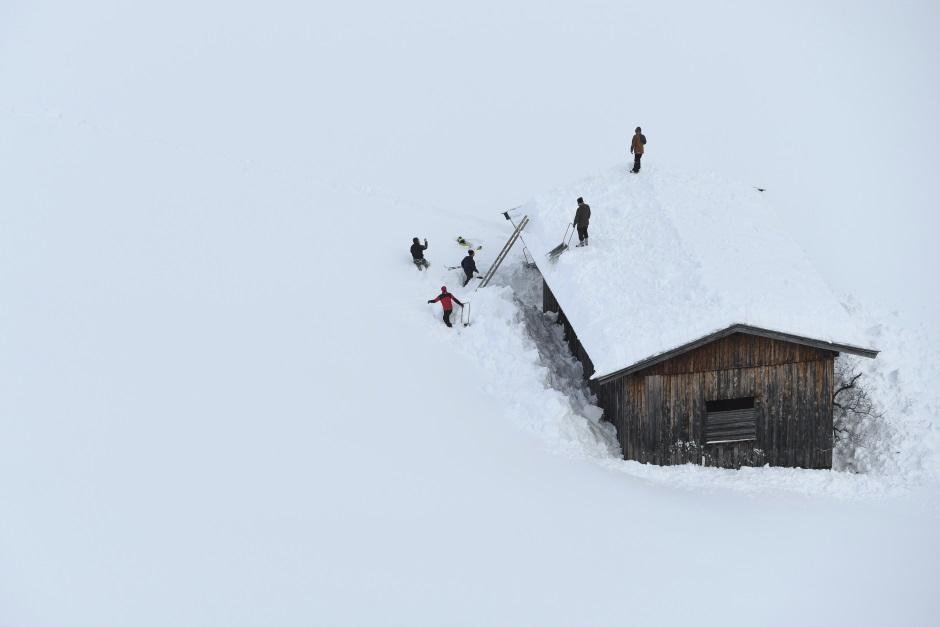 Snježno nevrijeme hara Evropom, lavina pala na hotel!