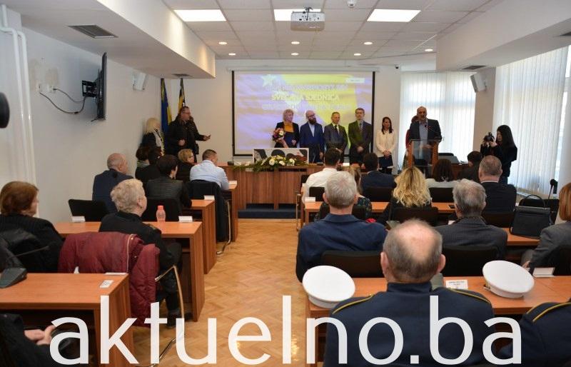 Tuzlaci na prigodan način obilježili Dan nezavisnosti Bosne i Hercegovine