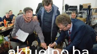Savez RVI TK upriličio dodjelu invalidskih kolica, vrijednost opreme oko 70 000 maraka