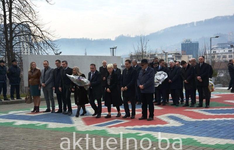 Delegacije Vlade i Skupštine Tuzlanskog kantona obilježile Dan nezavisnosti BiH FOTO