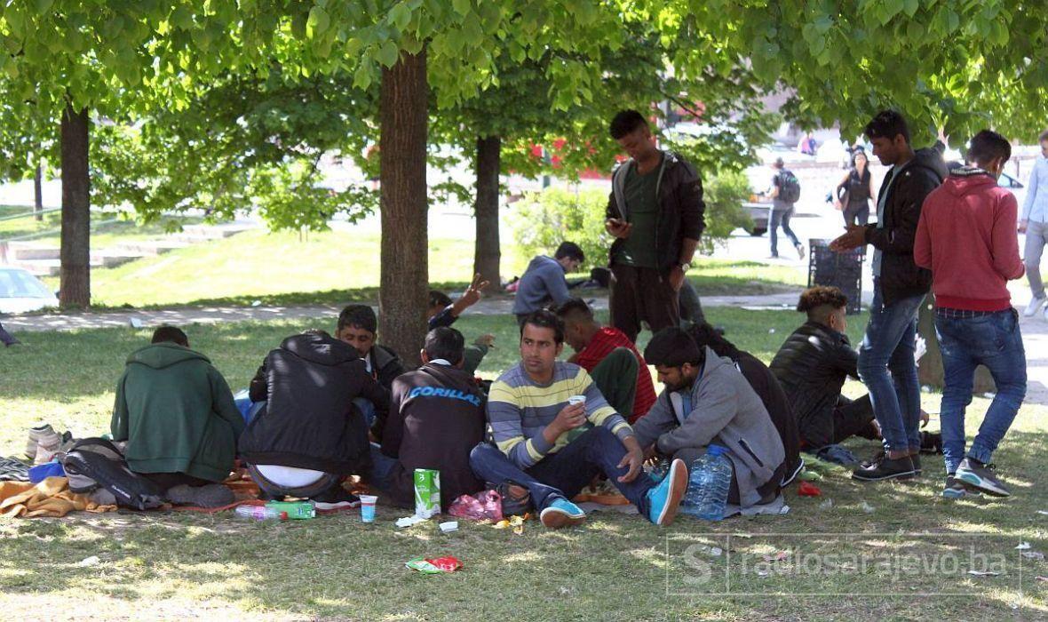 Upoznajte volontere koji jedini u Tuzli brinu da stotine migranata u tranzitu dobije, hranu, smještaj i lijepu riječ