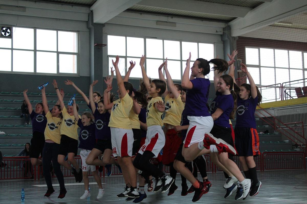 """Košarkaškim vikendom u Gračanici počeo projekat """"START with Love, START with Basketball"""""""