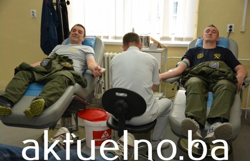 """Darivanjem krvi i obilaskom mezarja šehida i poginulih boraca počela manifestacija Aprilski dani otpora """"Solina 92"""""""
