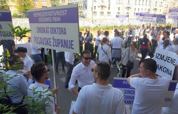 Protestno okupljanje doktora medicine i stomatologije Federacije Bosne i Hercegovine