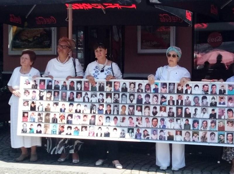 Mirna šetnja: Tuzlaci odali počast žrtvama genocida u Srebrenici