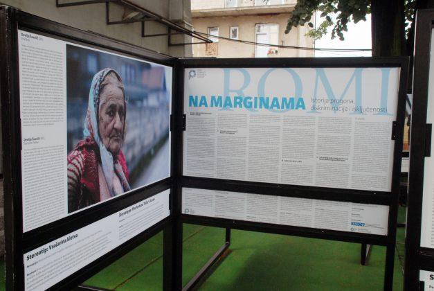 """Kiseljak: Izložba """"Na marginama društva- priča Roma"""""""