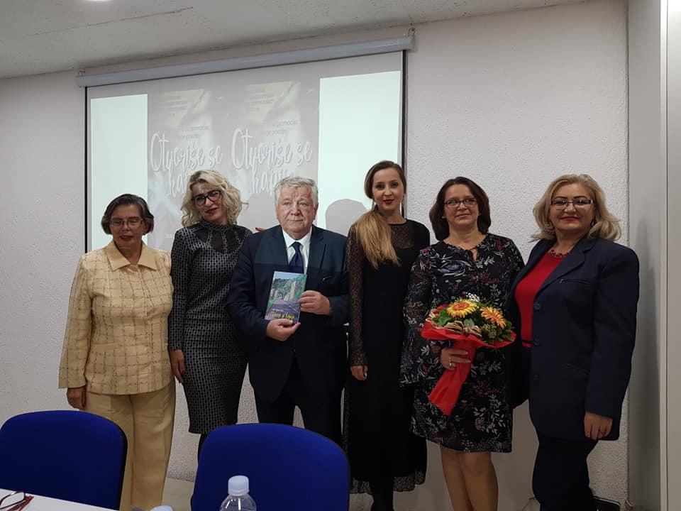 """Predstavljena zbirka poezije """"Otvoriše se kapije"""" autorice Edime Efendić – Džinić iz Tuzle"""