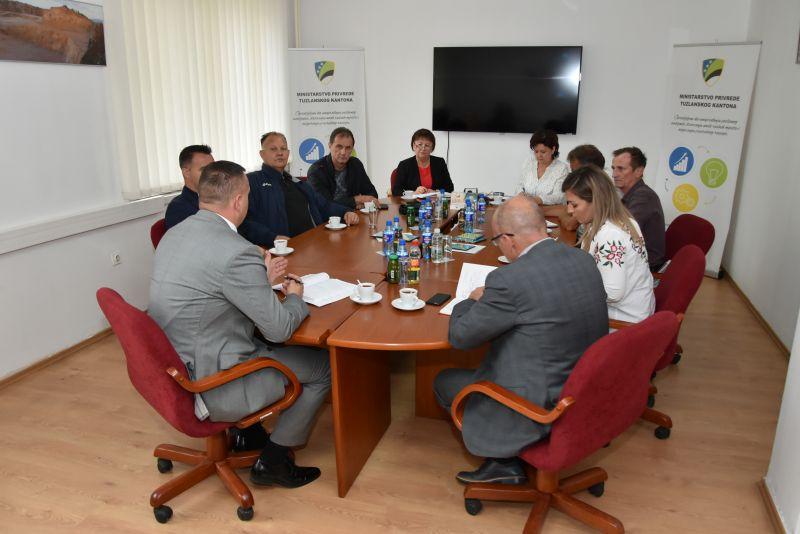 Vlada će u skladu sa svojim zakonskim mogućnostima pomoći rješavanje situacije u GIKIL-u