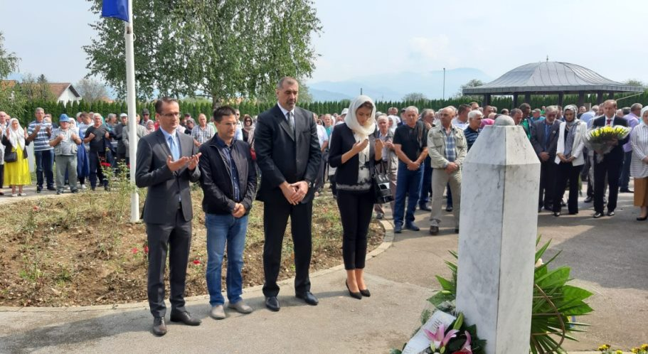 Delegacija Skupštine TK posjetila memorijalne centre Veljaci i Potočari