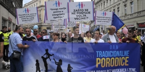 """U Sarajevu održana mirna šetnja """"Dan tradicionalne porodice"""""""