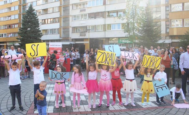 Svečano otvoreno novouređeno dječije igralište u naselju Slatina