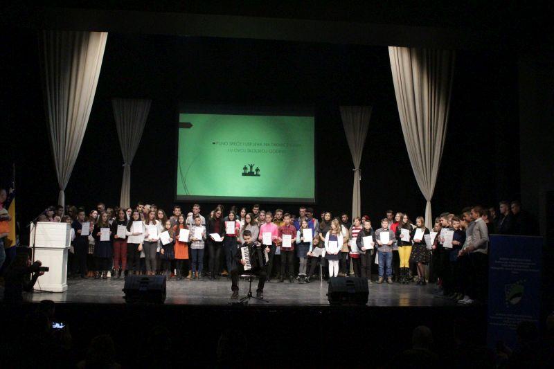 Promovisani učenici koji su ostvarili zapažene rezultate na takmičenjima