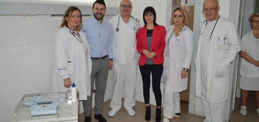 Donacija defibrilatora Odjeljenju kardiologije
