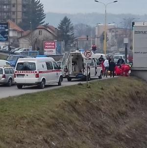 Pješak izgubio svijest i pao u rijeku Jalu, evakuisan i prevežen na UKC Tuzla