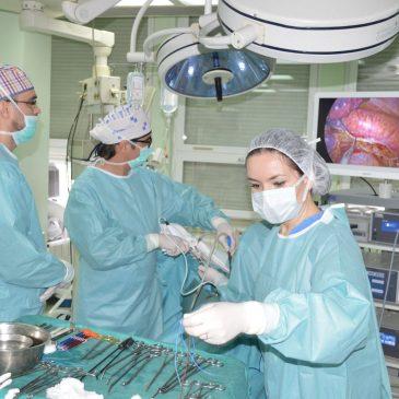 Vodeći stručnjak u oblasti VATS hirurgije u stručnoj posjeti UKC Tuzla