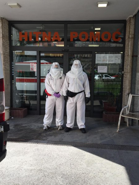 """Isporuka 55 zaštitnih odjela za Hitnu službu JU Dom zdravlja """"Dr. Mustafa Šehović"""" Tuzla"""