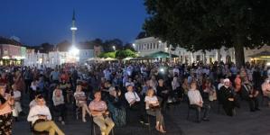 Poruka sjećanja na Genocid u Srebrenici poslana sa Trga slobode u Tuzli