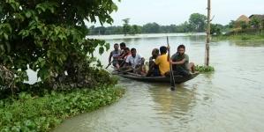 U Indiji i Nepalu raseljeni milioni ljudi zbog monsunskih kiša i poplava