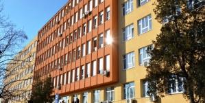 Zatvara se ulaz i trijažni punkt iz pravca Bulevara, stepeništem do kompleksa UKC Tuzla