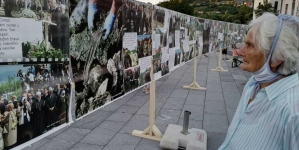 U Tuzli izložba fotografija o Srebrenici ratnog fotoreportera Ahmeta Bajrića