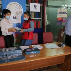 Vrijedna donacija za pomoć u daljem obrazovanju romskih učenika