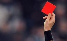 Crveni karton za kašljanje u smjeru sudija ili igrača