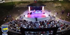 Veličantvenim koncertom filmske muzike u Živinicama otvorena Omladinska ljetna scena