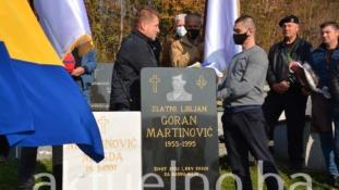 """Otkriven spomenik Zlatnom ljiljanu Tuzle Goranu Martinoviću zvanom """"Ustaša""""na kojem piše """"I život svoj i krv svoju za Bosnu moju"""""""