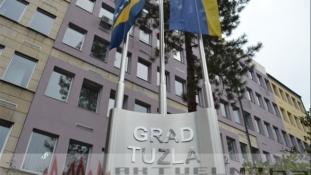 Grad Tuzla: Novogodišnji paketići dostavljeni korisnicima u 27 ustanova i udruženja
