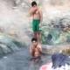 Migranti se kupaju na izvoru na Ilidži uprkos velikim minusima