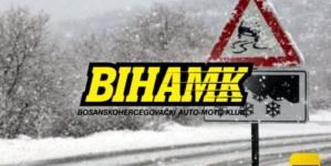 BIHAMK- Zbog snijega saobraća se sporije, kolovozi zaleđeni i klizavi