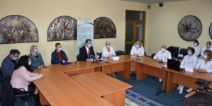 Smjernice UKC Tuzla za liječenje oboljelih od COVID-19 prezentirane javnosti