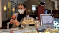 """Bečki """"Café Museum"""" prodaje kolače i testira goste na koronu"""