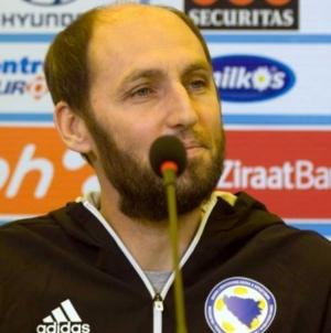 Rahimić uručio vrijednu donaciju Udruženju 'Pipol'