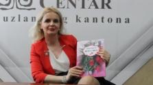 """BKC TK: U Tuzli promovisana knjiga pjesama """"Ruže u srcu"""" dr. sc. Amre Imširagić"""