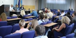"""U Tuzli održana prva promocija knjige Ćamila Durakovića """"Srebrenica: Zaboravljeno obećanje"""""""