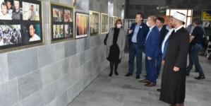 Premijer Hodžić i ministar Ahmetović posjetili memorijalne centre i Opštinu Srebrenica